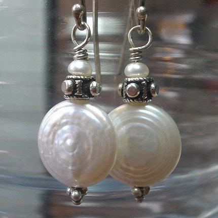 Round and Round - Freshwater Pearl Earrings