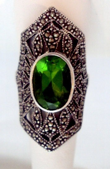 Stunning Green Stone Sterling Silver Marcasite Ring - bitzofglitz4u
