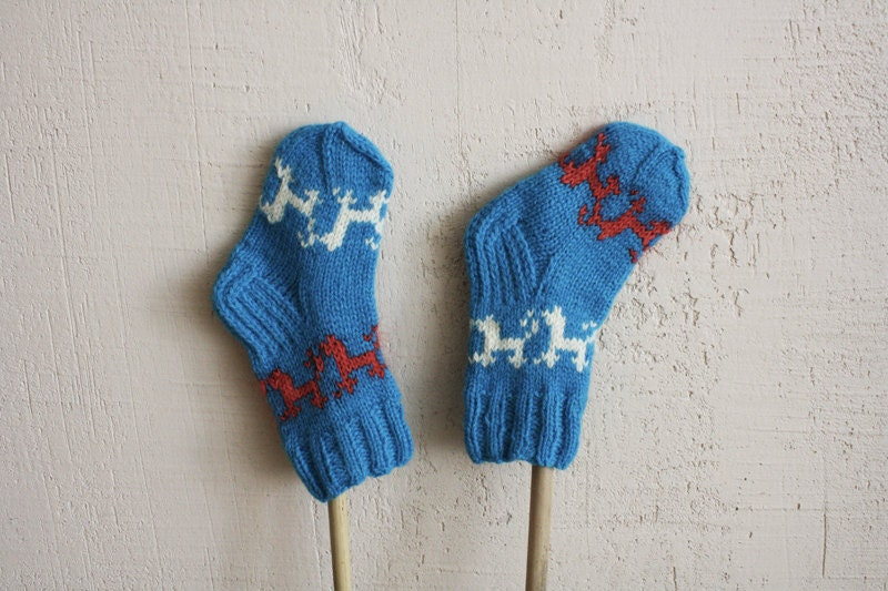 Blue playful hand knitted socks for kids - RGideas