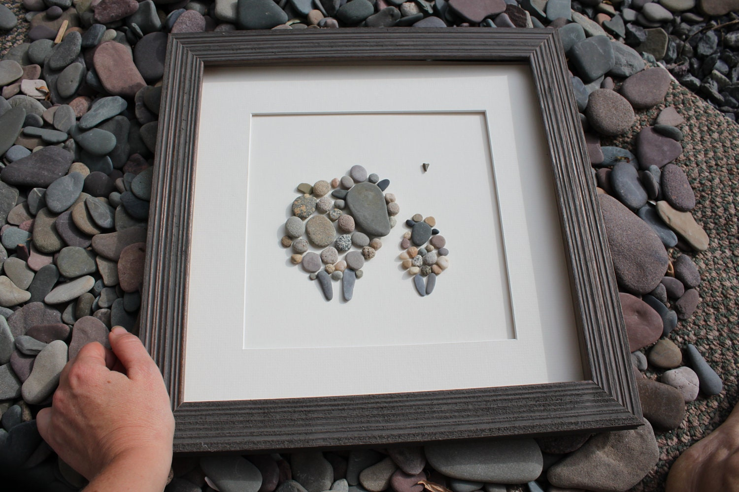 Trina 39 s trinketts etsy finds friday pebble art for Idee deco murale originale