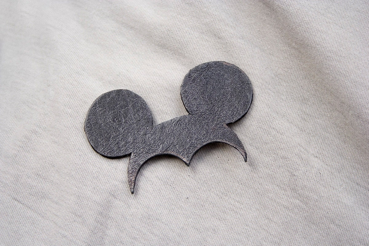 Miki Brooch. Natural recycled black leather, minimalistic, pure, funny. - Uczarczyk