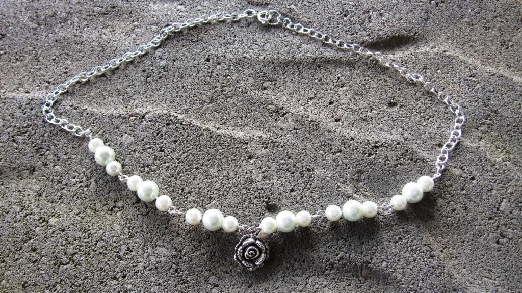 Date night, glass beads and silve rose charm necklace