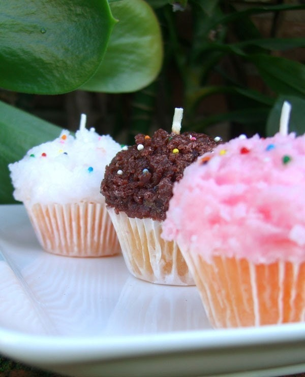 NEAPOLITAN SET 3 MiNi BITE SiZED CUPCAKE CANDLES with REAL SPRINKLES scented