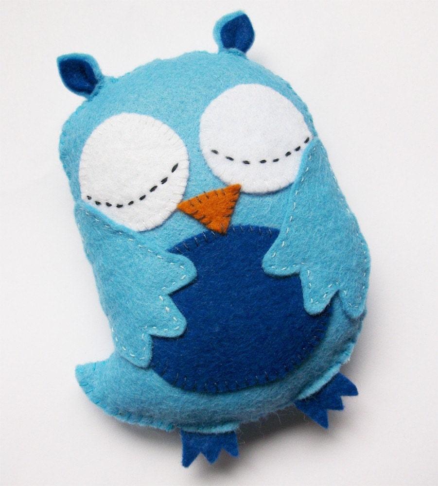 sleepy owl plush baby blue boy baby shower by raspberryrocket. Black Bedroom Furniture Sets. Home Design Ideas