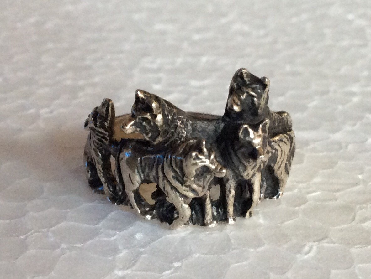 Wolf pack ring