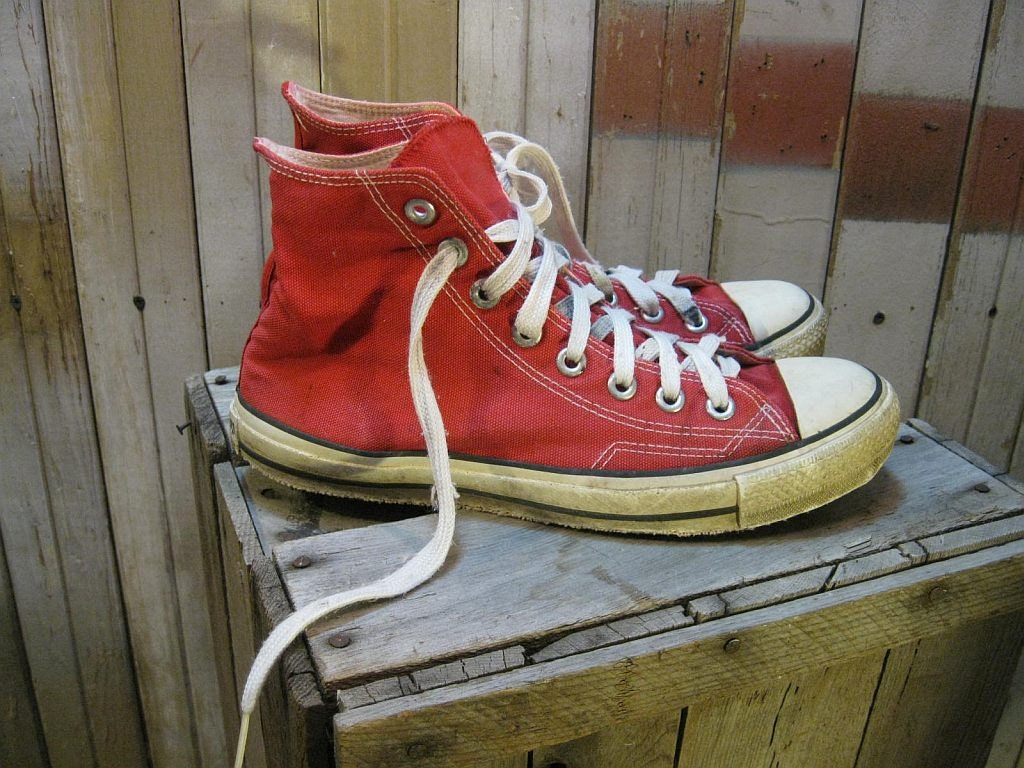 Vintage RED high top Converse sneakers 7