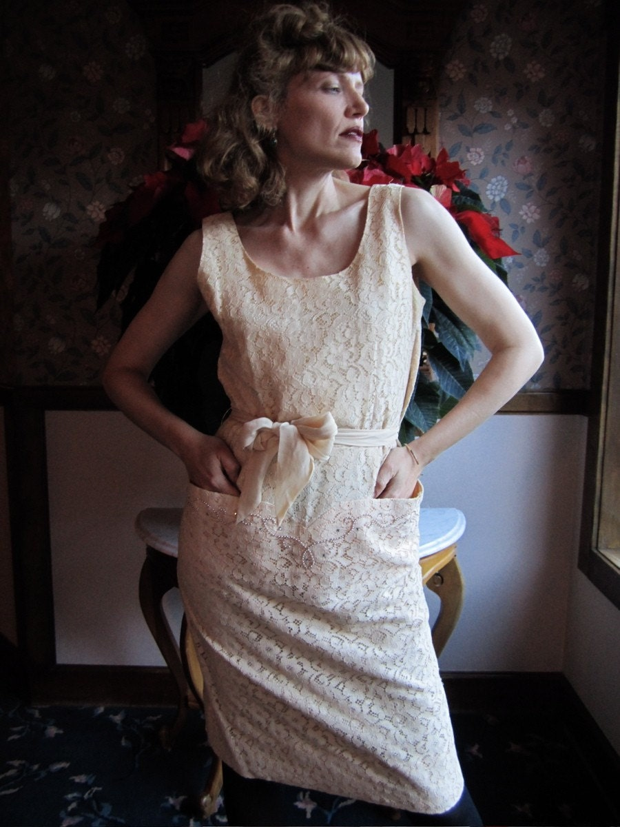 1950s Sleeveless GRACE KELLY Ivory Lace Dress