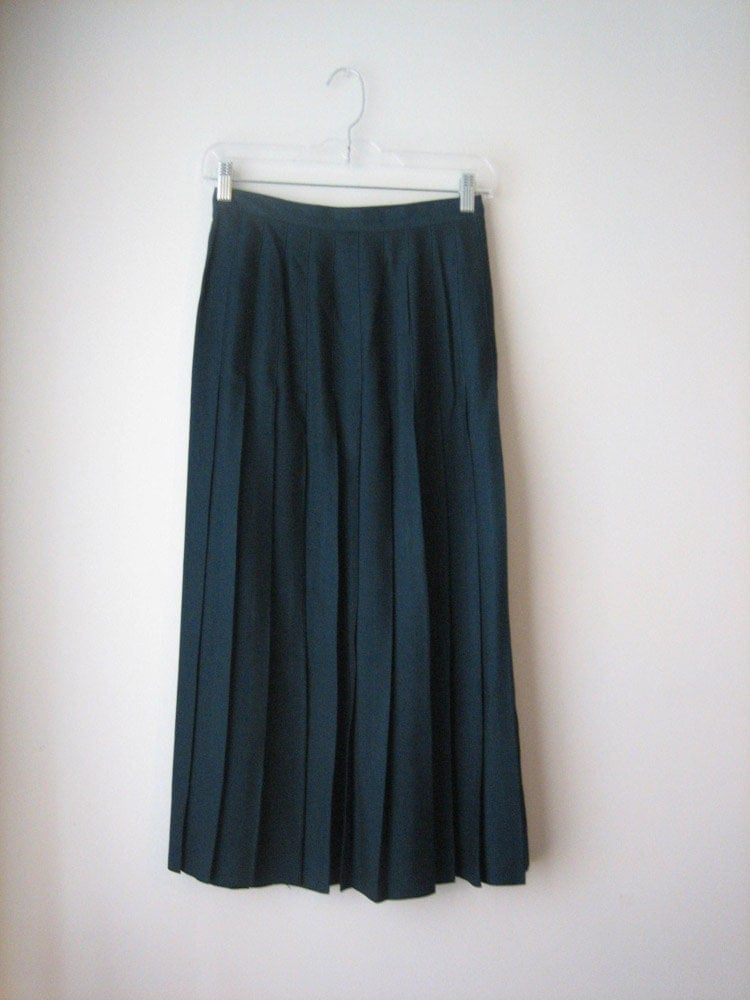 vtg green pleated skirt high waisted by sussudionyc