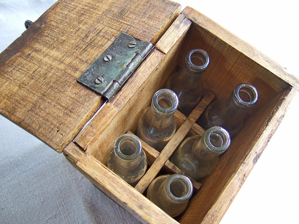 VINTAGE Oak wood box with 6 bottles The original FRENCH Energy Drink.