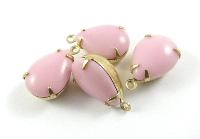 2 - 14x10mm Vintage Pear Shaped Faceted Stones in 1 Ring Closed Back Brass Prong Settings - Opaque Pink