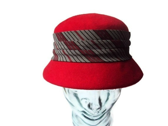 1960's Vintage Red Cloche Hat, Wool Felt Hat, 100% Wool, Striped, Made by Neumann Endler Inc. for Fair Field Felts - YesterdaysSilhouette