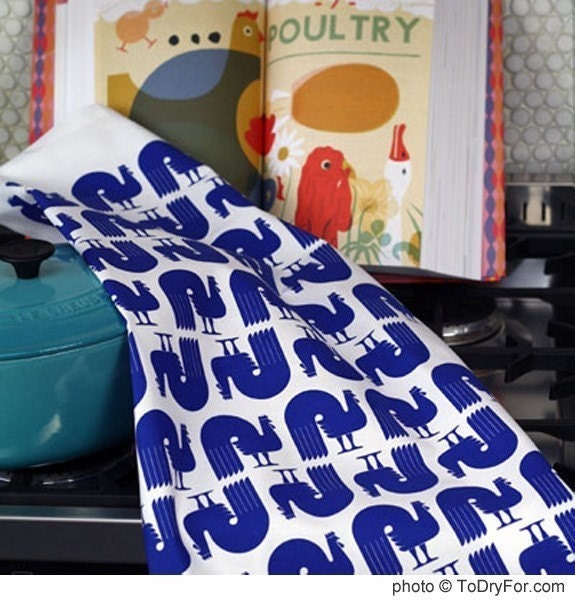 Retro style Roosters tea towel - Delft Blue