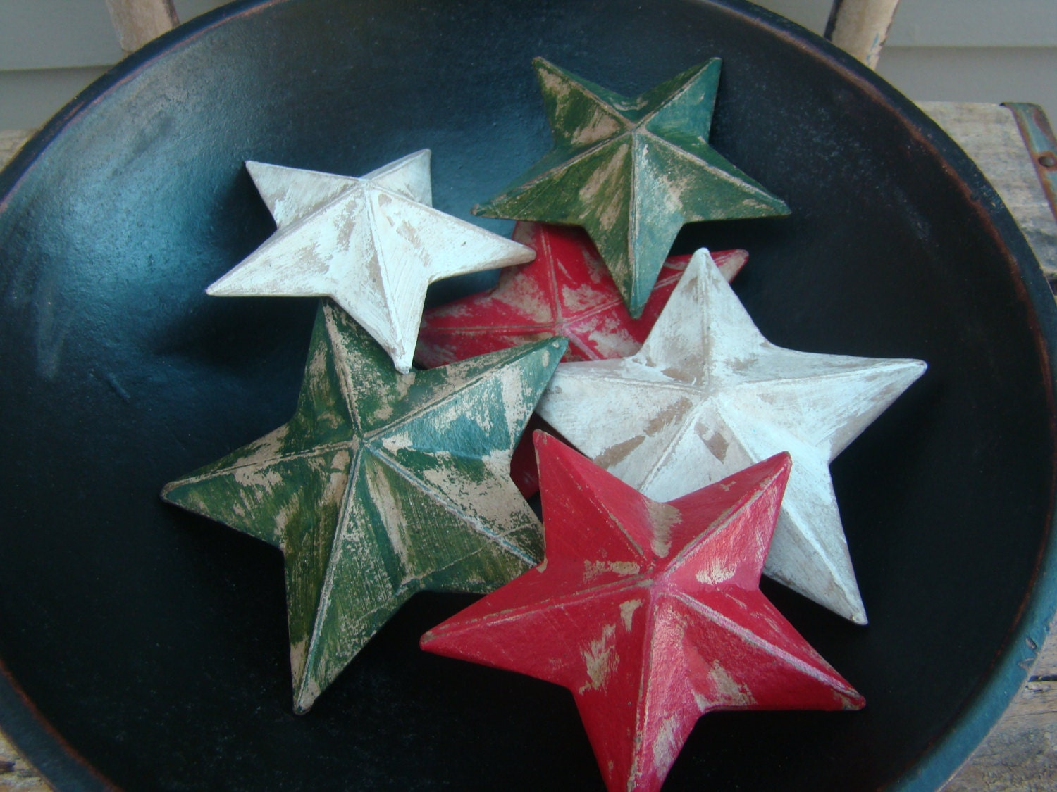 Primitive Christmas Holiday Paper Mache Stars Red, White & Green - TheBrokenHouse