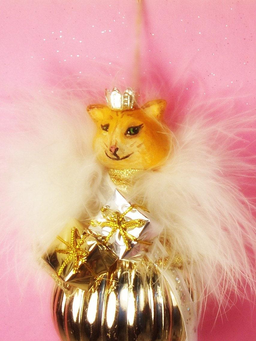 Sweet orange kitty Queen
