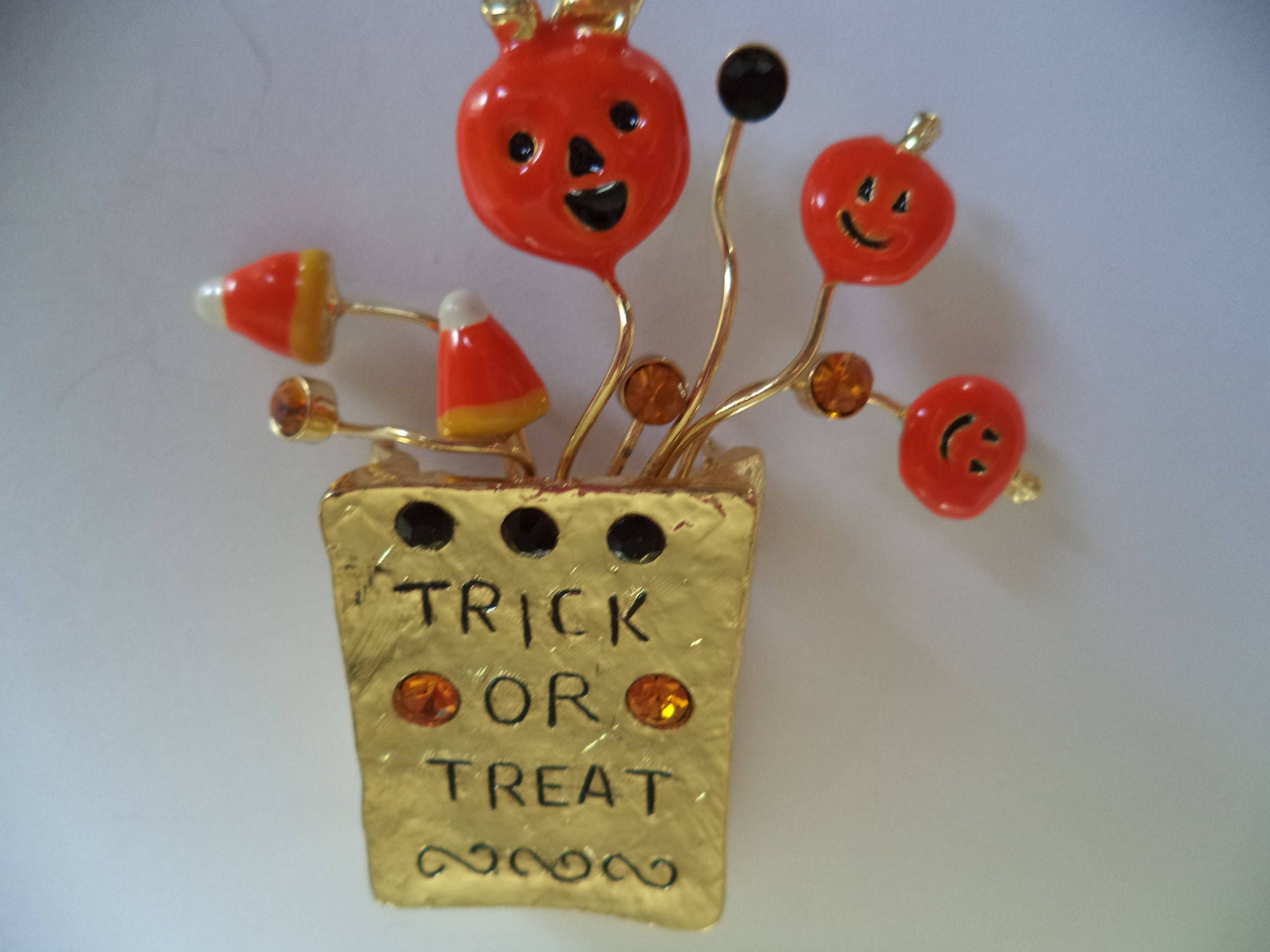 Vintage Unsigned Goldtone Halloween Trick or Treat Goody Bag BroochPin