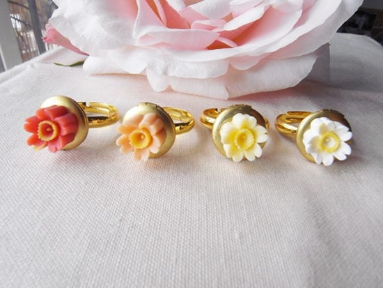 Daisy locket ring-available in 4 colors