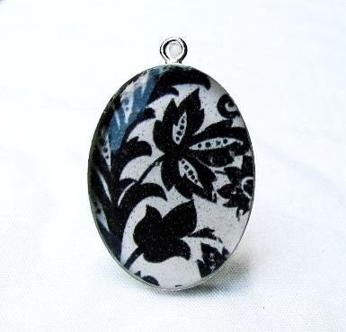 Vinyard. A Sterling SIlver Pendant. Reflections Collection