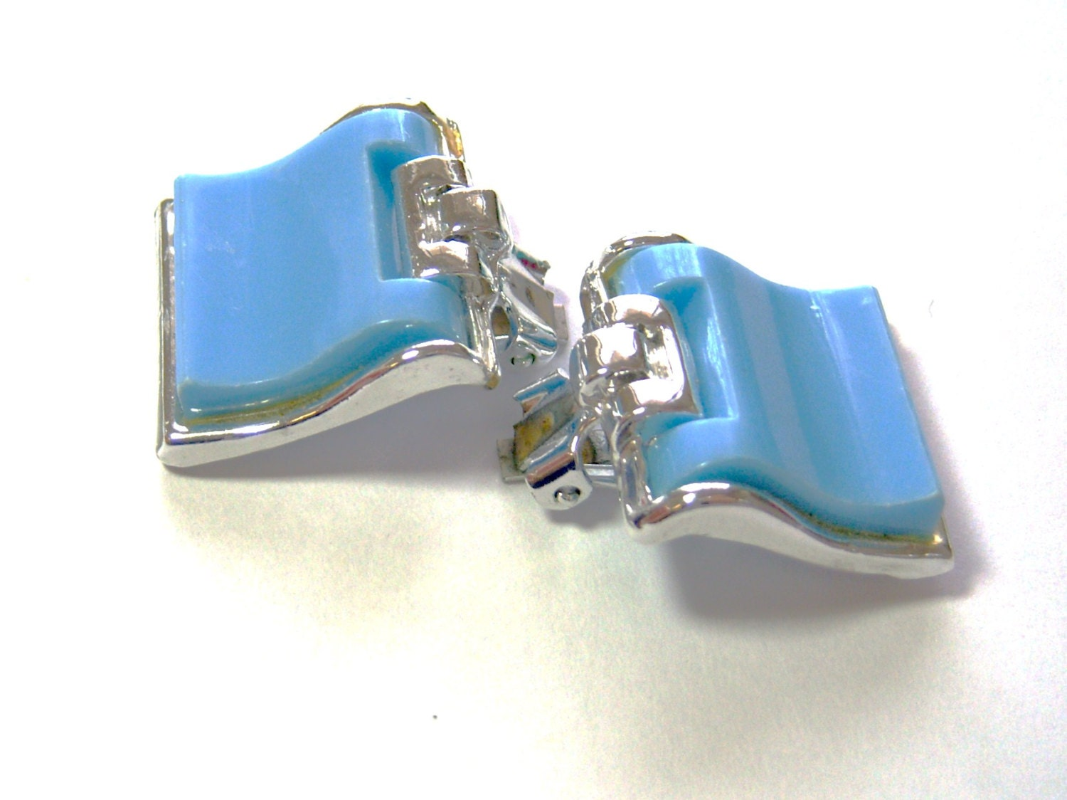 vintage baby blue and silver tone clip on earrings N