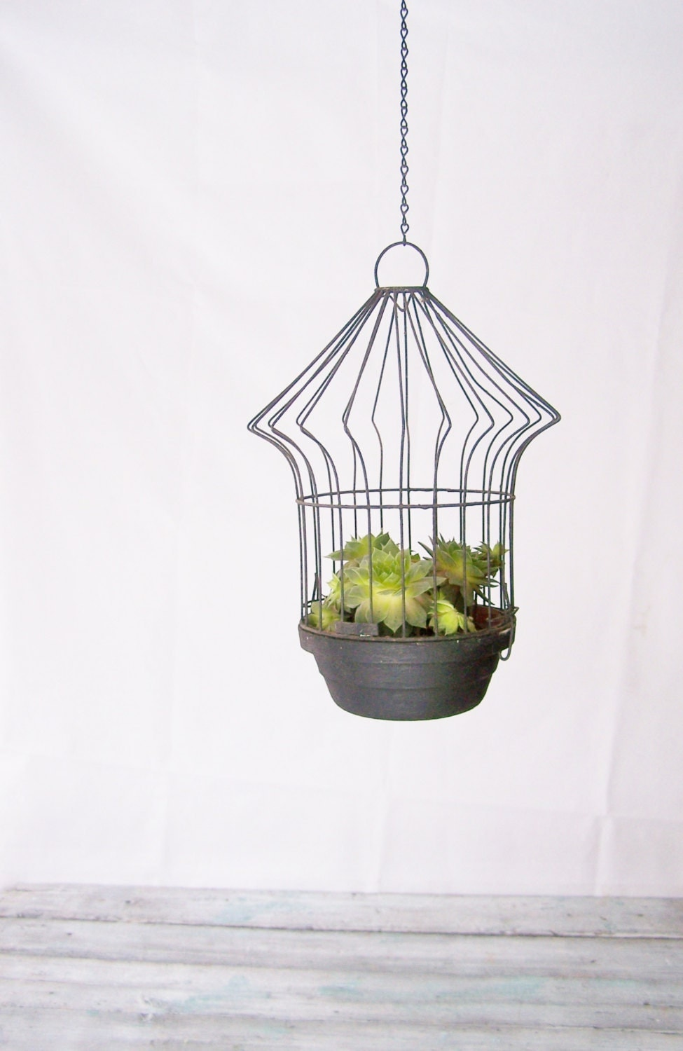 Hanging planter small black metal clay by wheretherobinsings - Metal hanging planter ...