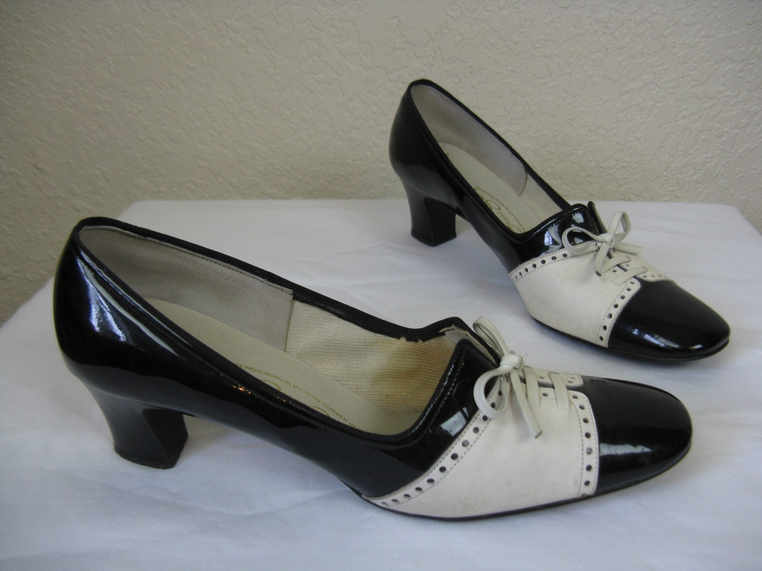 susie q 1960 s black and white spectator pumps by