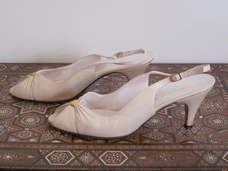 Bruno Magli / Heels 1980s / Peeptoe / Cream / 7 B / Slingback / Italian / Classic / High Fashion / Designer - TheThriftingMagpie