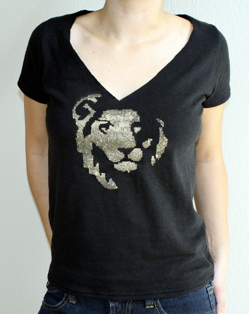 Hemp Simple Tee in Black with Gold Lion