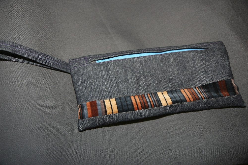 gray wristlet with multi-colored insert