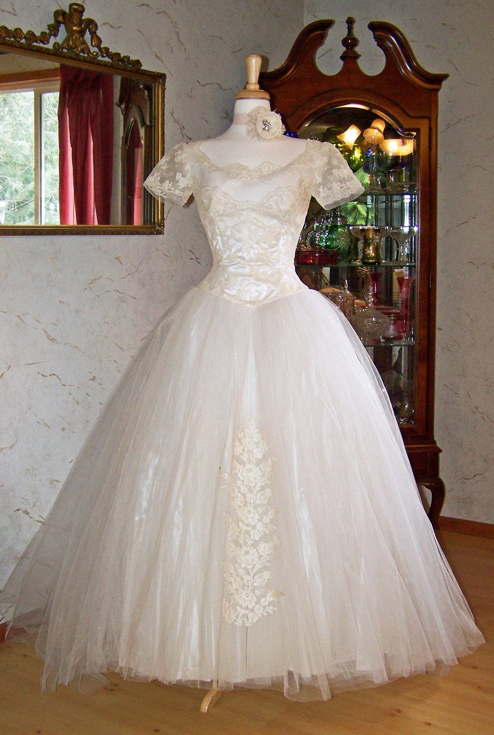 Old Hollywood Style Wedding Dresses