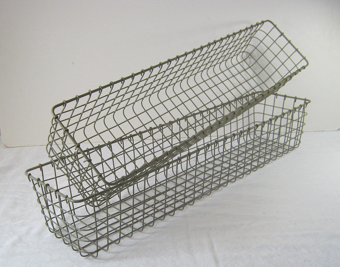 vintage wire baskets set 2 rectangular by lavendergardencottag. Black Bedroom Furniture Sets. Home Design Ideas