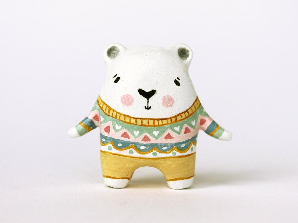 Clay animal - Bear hugs - Miniature figurine - Ursus, the polar bear