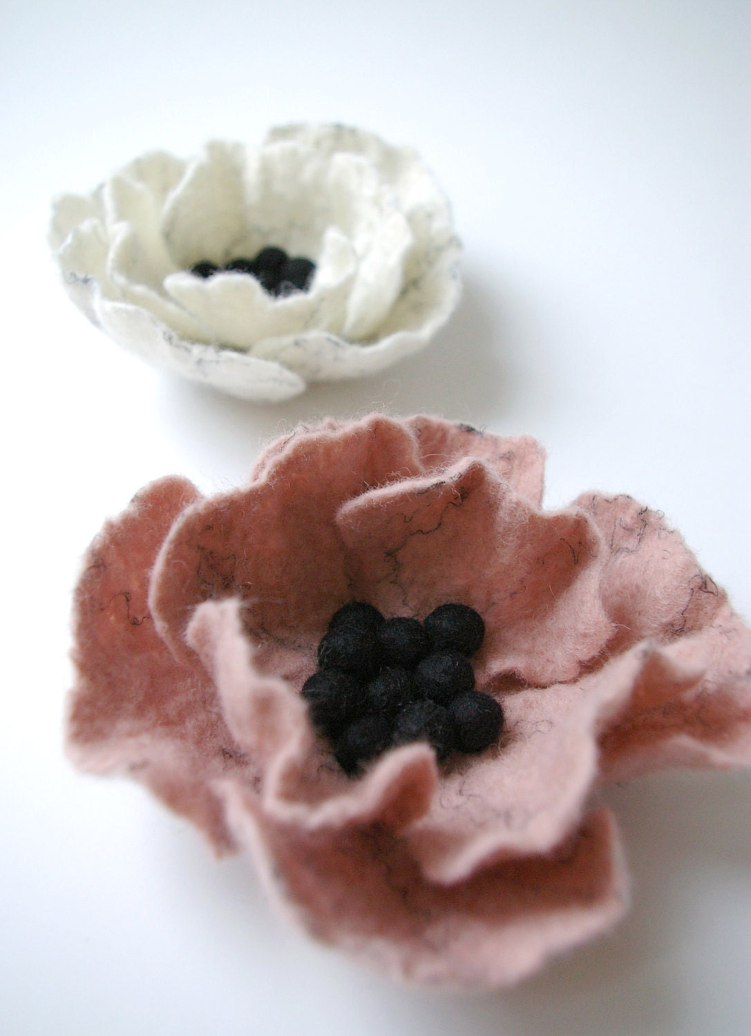 felt poppy brooch / SLEEPING BEAUTY pink / felted flower brooch / made to order