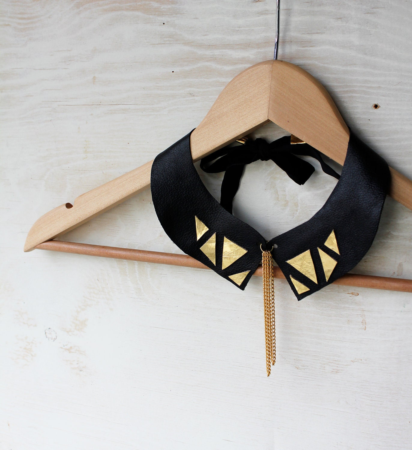 Geometric collar necklace in black and gold leather - Tzunuum