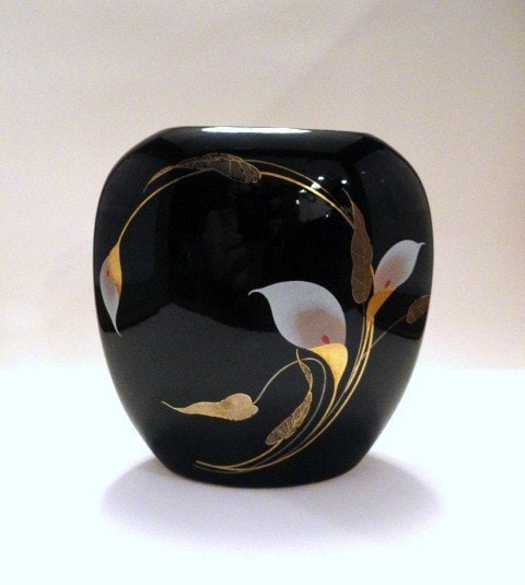 Glossy Black Otagiri Vase With Golden Calla By