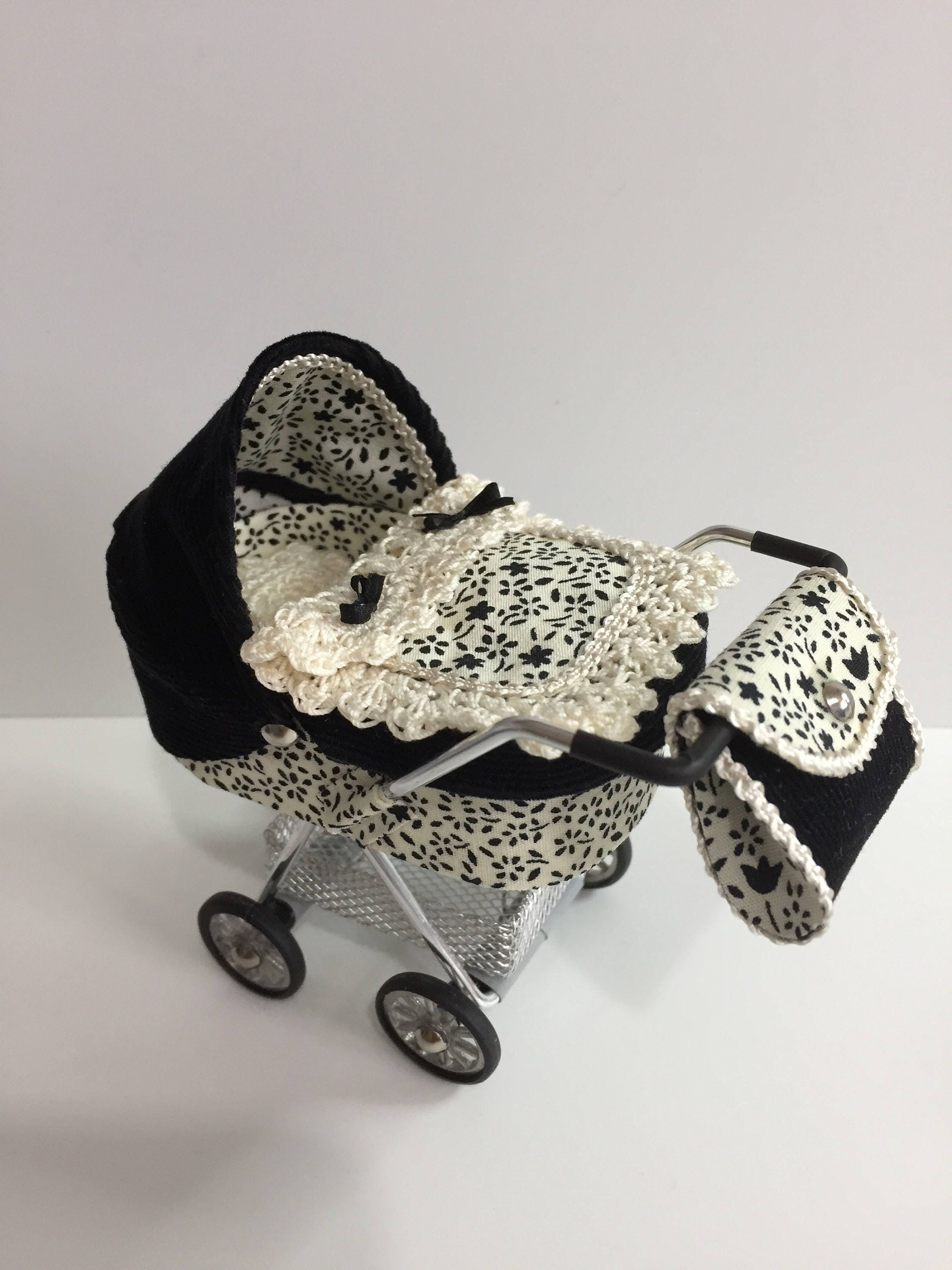 DOLLS HOUSE 112th scale modern dolls house pramstrollerbuggy in black and cream floral