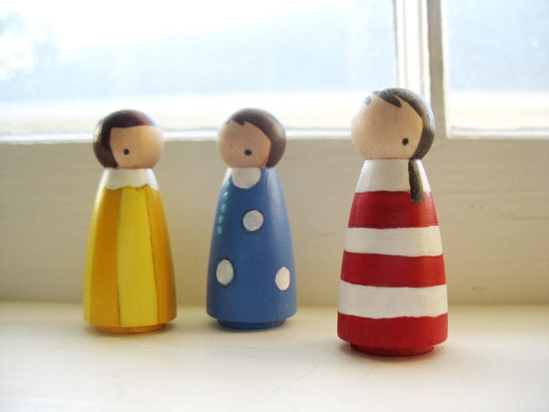 handmade peg dolls ... (wooden) circus girls