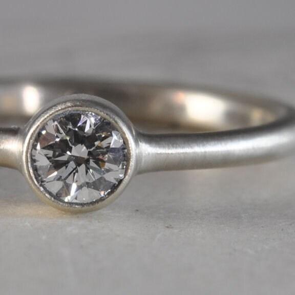 Diamond bezel ring - 0.23 carats, 14k white gold