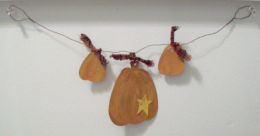 Primitive Tin Pumpkin Swag on Rusty Wire for Fall Autumn Decorating ACOFG