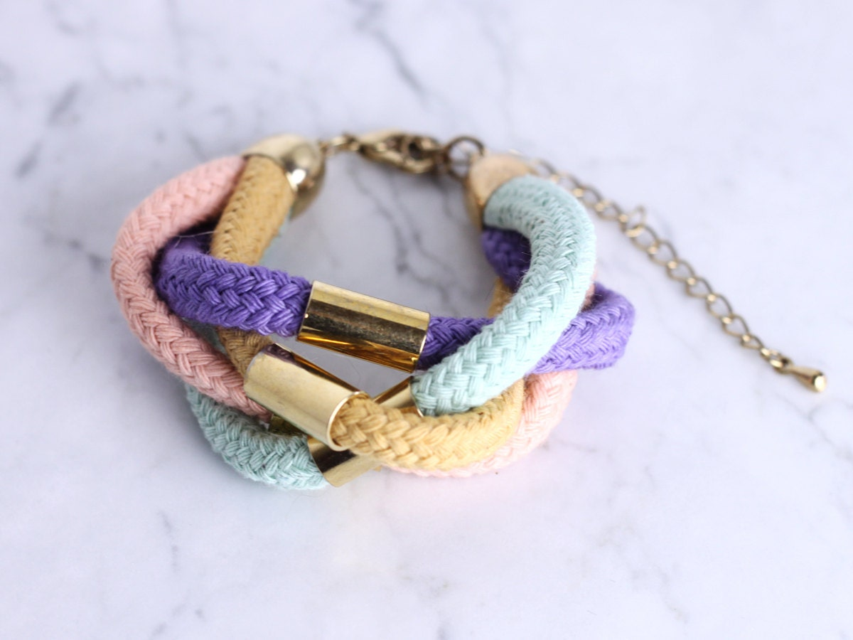Cottonrope bracelet in mint, ochre, lavender and light pink with golden beads - ChezKristel