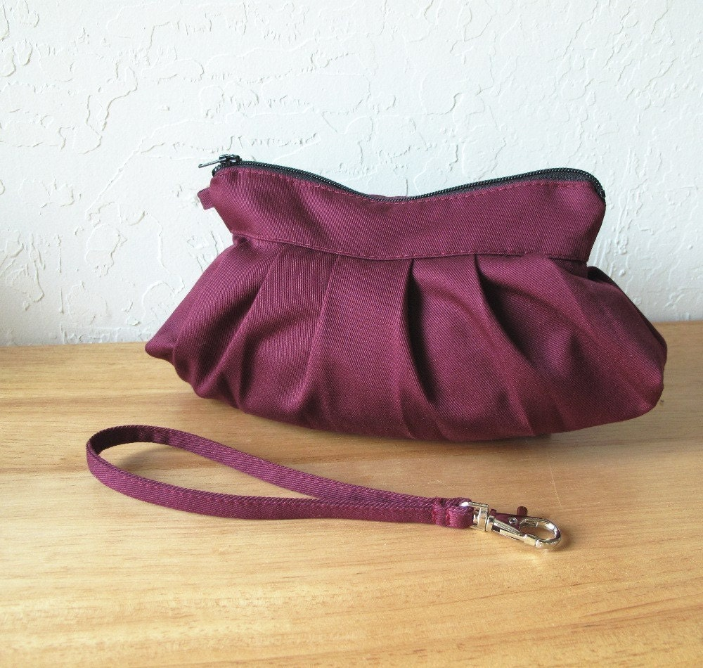 Wristlet. The Mini Blossom in Organic Plum.