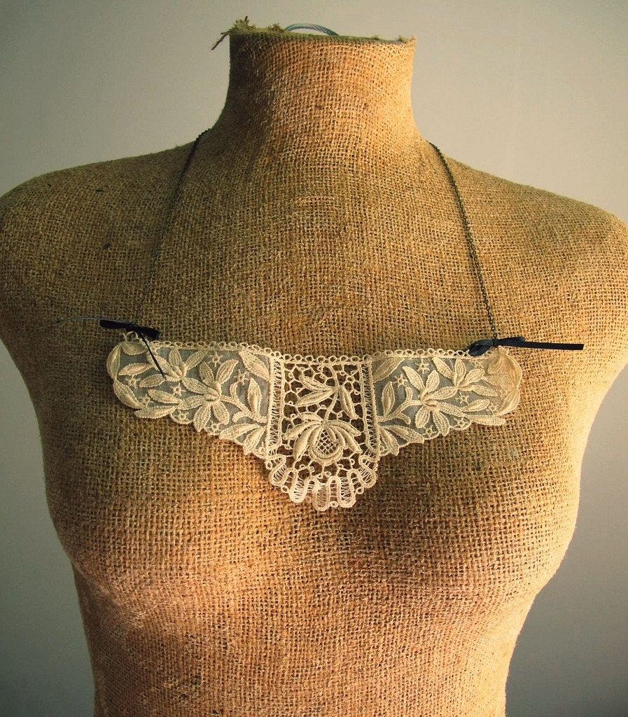 lace collar bib necklace