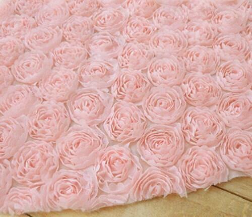 Ткань розы на сетке
