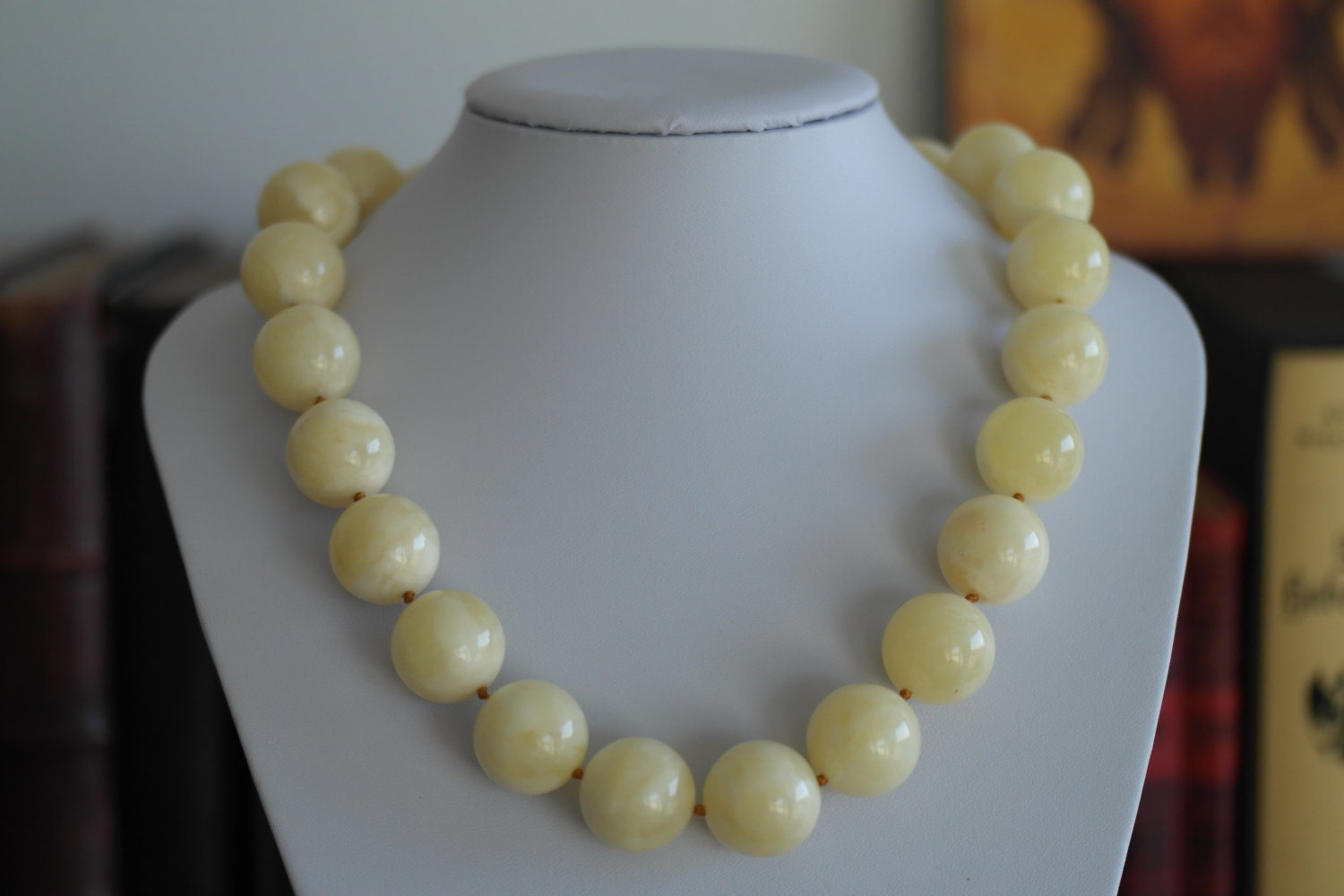 107 g Royal Milky White Baltic Amber bead necklace rare gift
