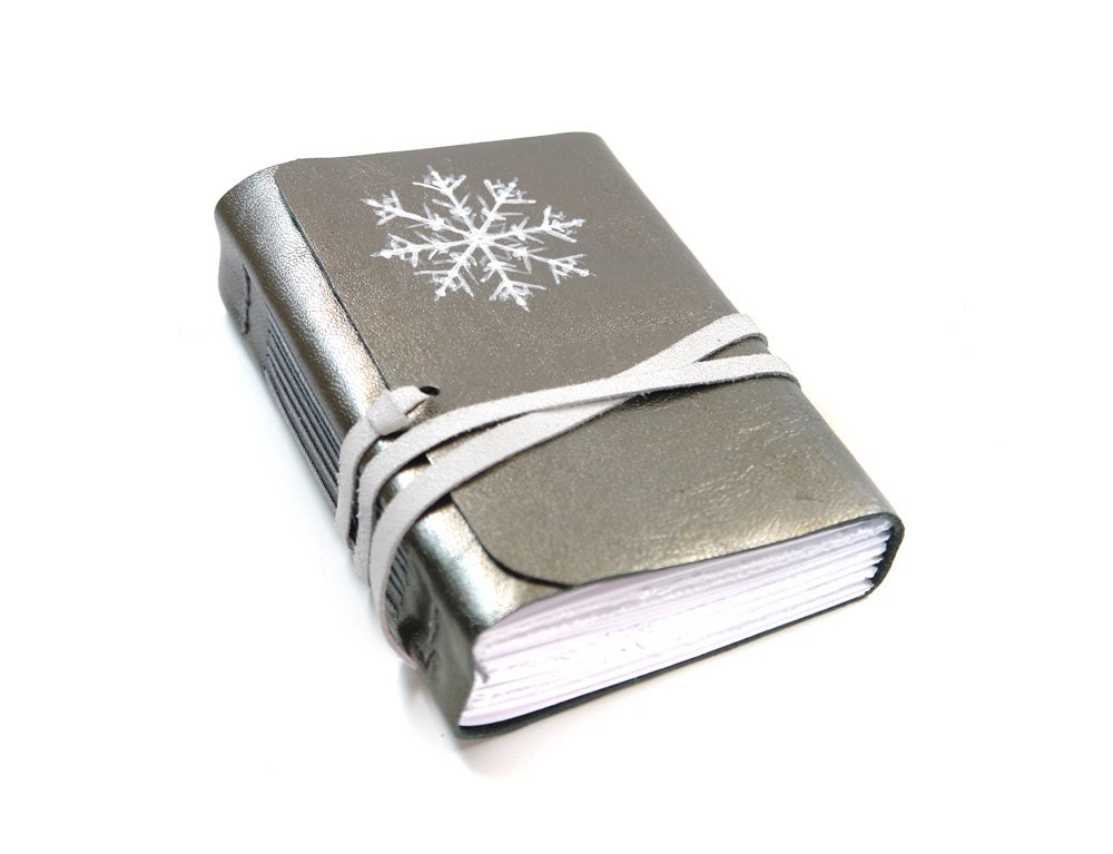Silver Leather Journal, 400 Pages Diary, Notebook in Silver, White Paper, Gray Winter Christmas - OOAK Snow Flake - Baghy