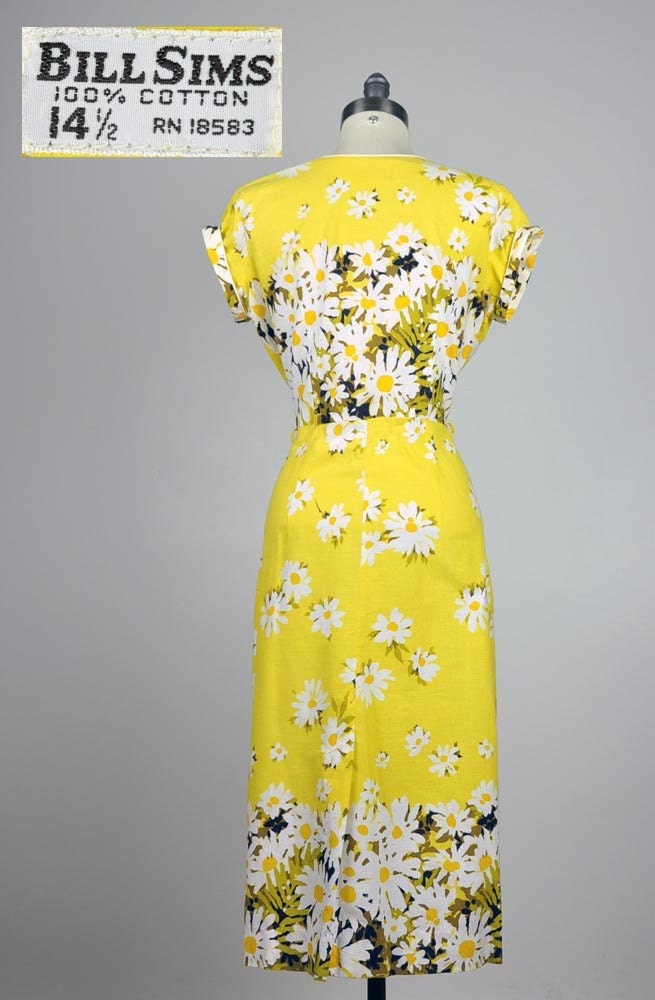 vintage dress- 1960's DARLING DAISIES sunshine yellow printed cotton