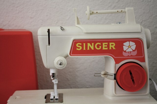 Vintage Singer Child Sewing Machine