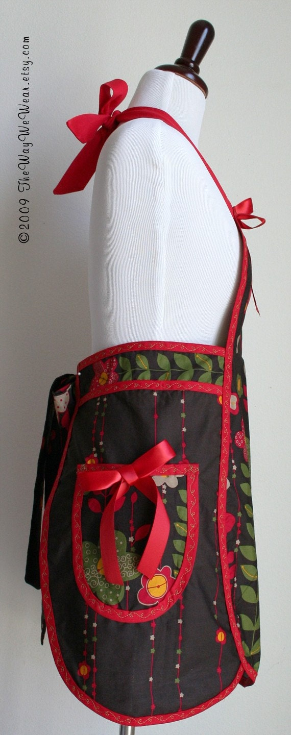 1950s Petal Apron with Oven Mitt and Potholder Set - Vintage Reproduction (Crafty Mod Floral Border) - WOMANS MEDIUM (Sizes 8-14)