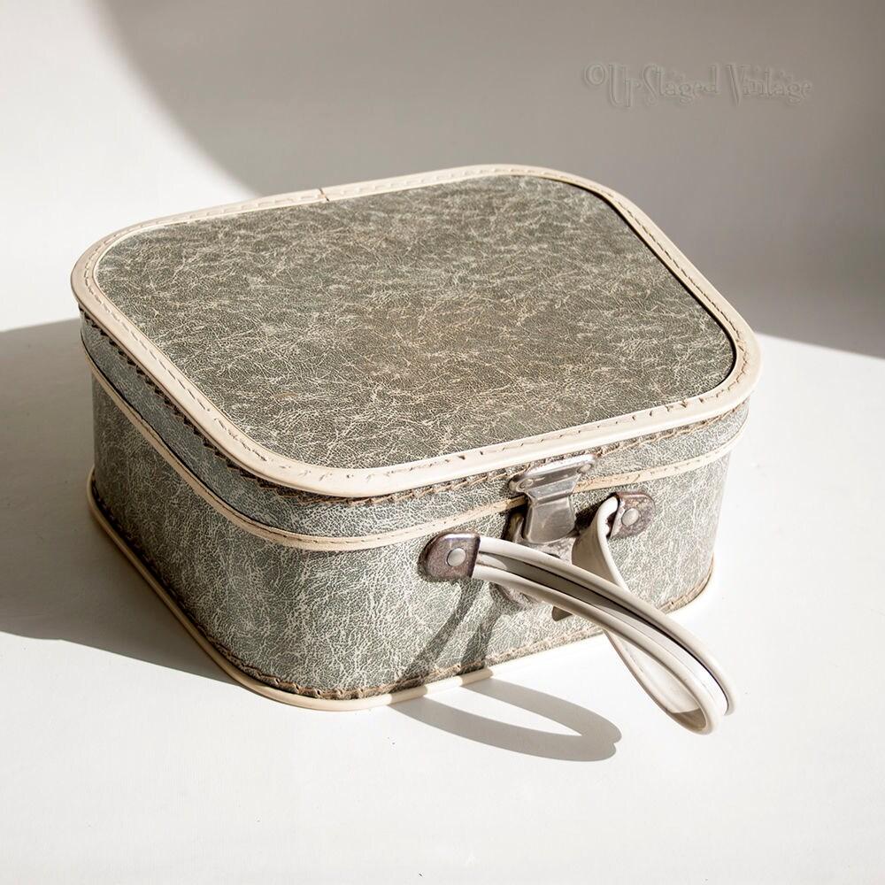 Vintage Retro 1950s Cute Grey Train Case Vanity Case WITH original Key