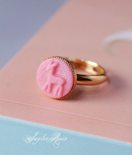 VINTAGE PINK GLASS CABOCHON with DEER IMPRESSION RING