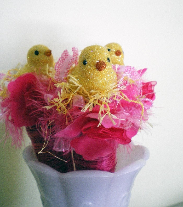 Sitting Pretty -- Spring Easter Ornament