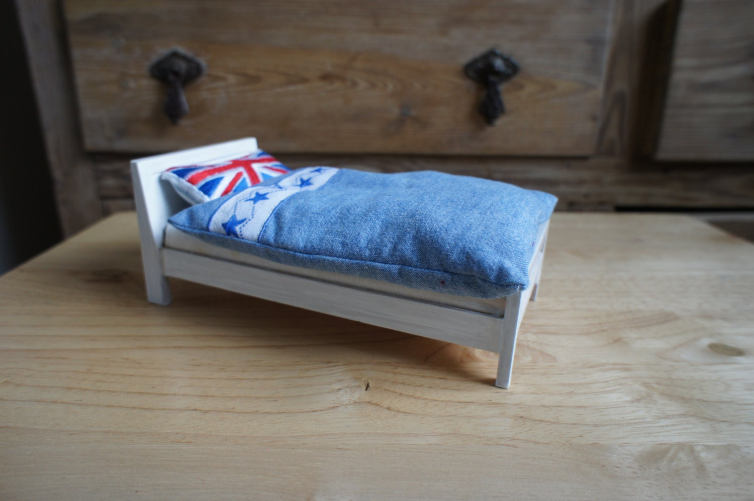 Hand Made Dolls House Union Jack Modern Child Teenager Bed 12th Scale Miniature